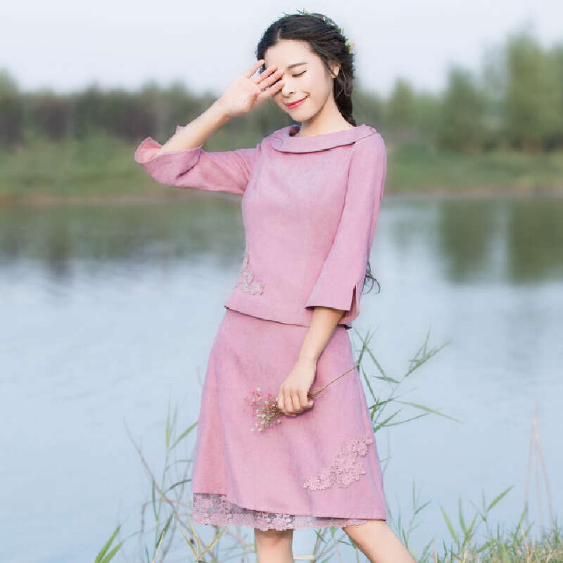 烟花烫  2017春装新款女装纯色蕾丝花上衣+半身裙套装 飞鸾鸾鸣